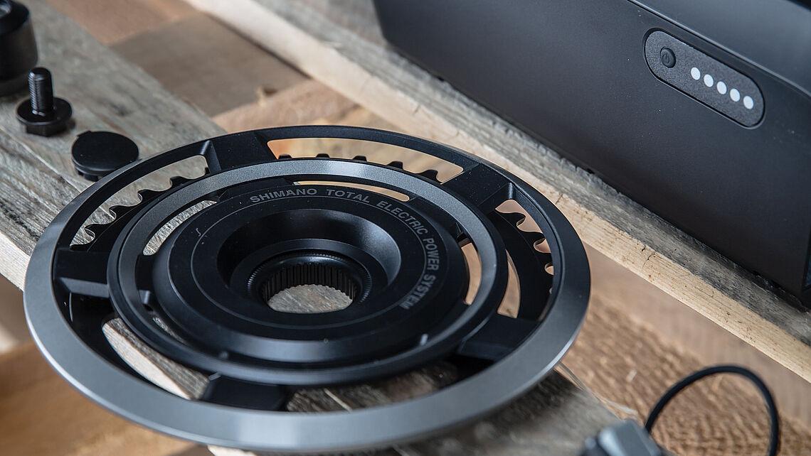 Die Details eines Shimano Steps Antriebes in der Nahaufnahme.