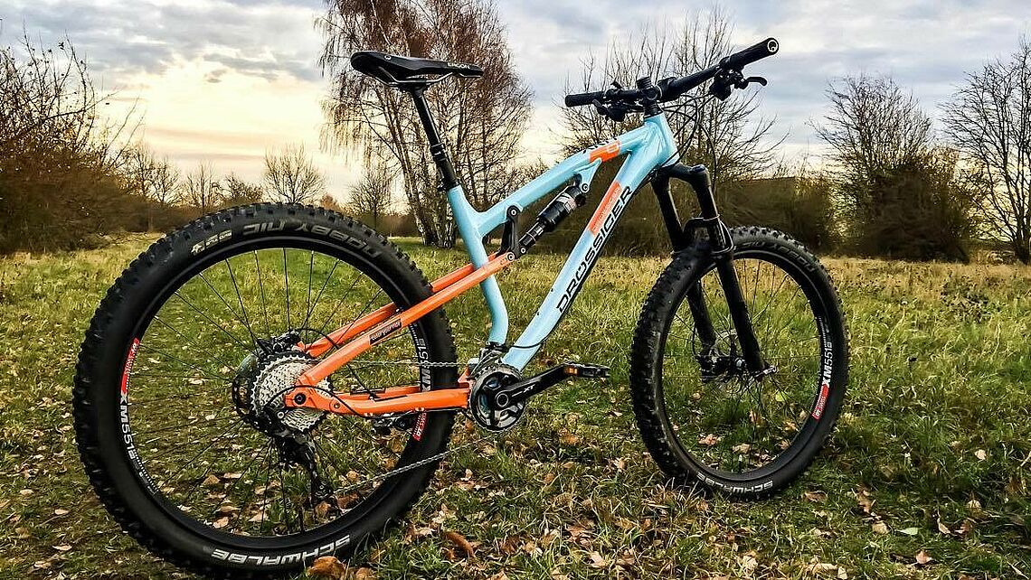 Das XRA One Select Plus im Gulf Design.